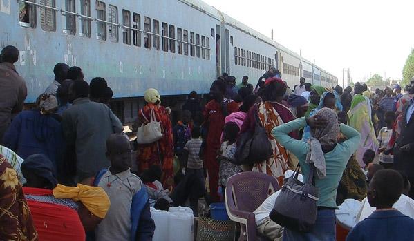 IOM assists South Sudanese returnees leaving Khartoum by train. © IOM 2012