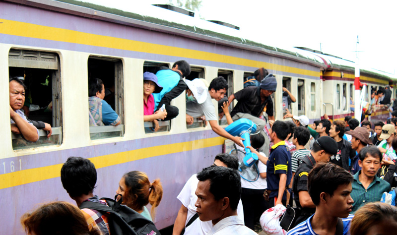 Undocumented Cambodian migrants arrive by train at Anranya Prathet, Thailand prior to onward transportation to the border. © IOM 2014 (Photo by Joe Lowry)