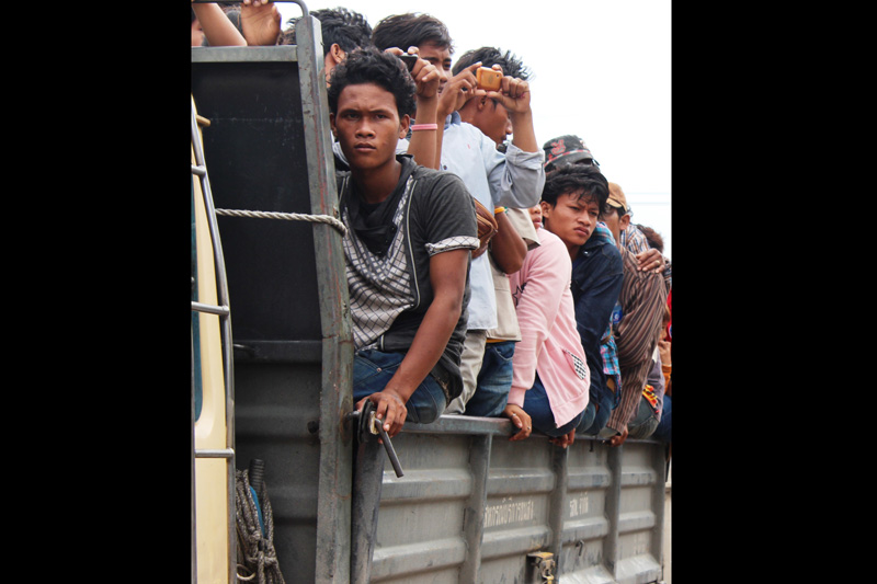 Undocumetned Cambodian migrants boarding a truck in Anranya Prathet, Thailand prior to onward transportation to the border. © IOM 2014 (Photo by Joe Lowry)