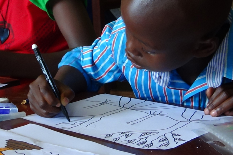 The children who participated in the workshop were between the ages of 8 and 13. They worked together to draw a large bird of peace and wrote messages inside the bird describing what peace meant to them. They also worked on individual drawings.  © IOM 2014 (Photo by Nina Papachristou)