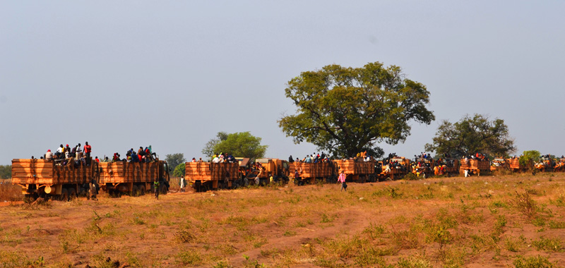Military convoy in Sido, Chad with Chadian returnees from the CAR. © IOM 2014 (Photo by Craig Murphy)