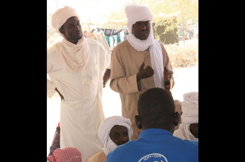 The returnees explain to IOM in Mao, west Chad, the difficulties they face from socioeconomic, cultural and psychosocial aspects. © IOM 2012