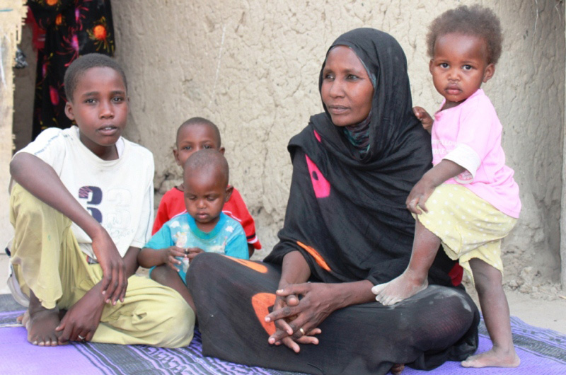 Many Chadian women lost their husbands in the Libyan crisis. They are now the heads of their households and have to face a new life with their children in Chad. © IOM 2012