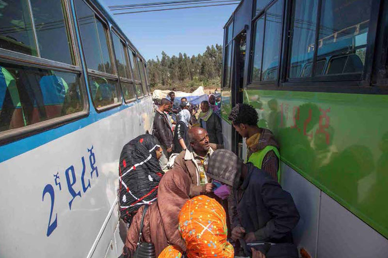 IOM provides onward transportation services for the returning Ethiopians. © IOM 2013 (Photo by Mary Sanyu-Osire)
