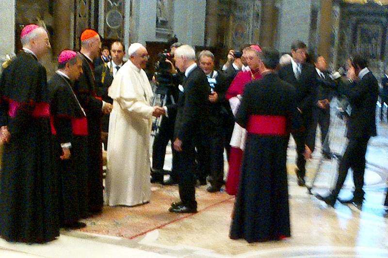 IOM Director General William Lacy Swing meets with Pope Francis at St Peter's Basilica in Rome on March 19th 2013 during the latter's inauguration. © J-A Oropeza 2013