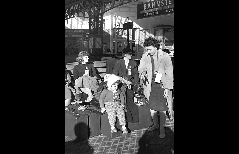 Hungarian refugees wait at Vienna's railway station. Photo © Unknown 1957 – HAT0021