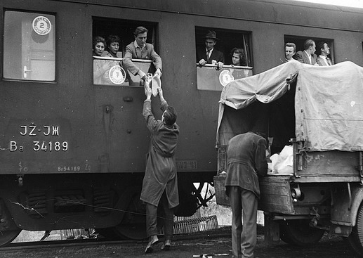 Hungarian refugees prepare to depart Osijek with assistance from ICEM. Photo © IOM 1957 – HYU0030