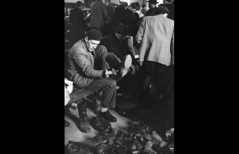 Arriving in the camps Hungarian refugees are provided with food, shelter, clothing and even new boots. Photo © Guy de Belleval  1956 – HAT0479