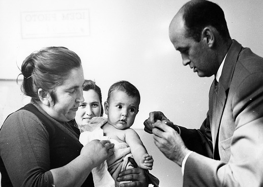 ICEM is responsible for the registration of refugees for emigration. It also arranges for the necessary document required by the receiving country, including medical examination, blood tests and X-rays. Photo © IOM 1957 – HYU0015