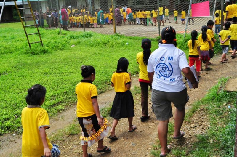 La OIM ha organizado una formación, de tres días de duración, sobre planificación y preparación en situaciones de emergencia en escuelas. Esta se ha llevado a cabo en colaboración con el Departamento de Educación del estado de Pohnpei y ha sido financiada por la Agencia de los Estados Unidos para el Desarrollo Internacional (USAID). © OIM 2012