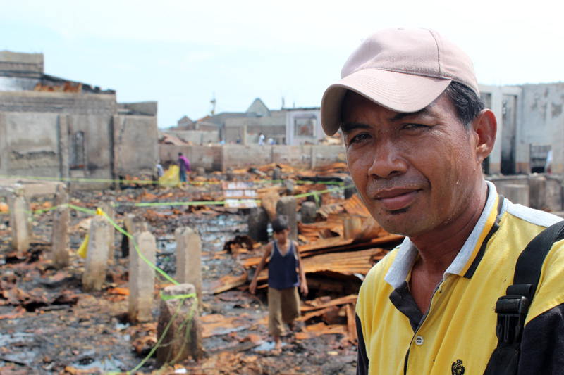 """Gapur Nasilin (46) near the ruins of his home in Zamboanga's Campo Muslim street: """"My mind is blind"""" he says. Thousands of his neighbours in Rio Hondo, a suburb of Zamboanga, are still living in displaced centres following September's fighting between MNLF guerrillas and the Philippines' army. © IOM 2013 (Photo by Joe Lowry)"""