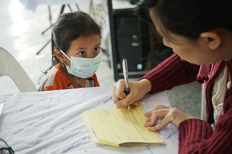 A young girl is screened for TB in Mae Hong Son hospital, Northern Thailand. Her father was discovered to be TB positive after a test at the IOM laboratory. © Mikel Flamm 2013
