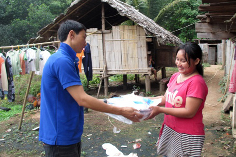 IOM distributes long lasting insecticide nets (LLIN) at Sobmei district in Mae Hong Son. © IOM 2014