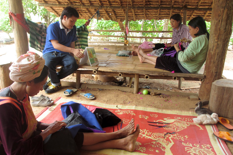 IOM teams visit beneficiaries at their homes or workplaces. Staff prioritized areas bordering Myanmar and Cambodia. © IOM 2014