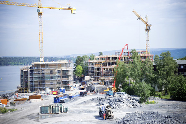 A typical construction site. The IOM project aims to empower Polish construction workers in Norway, who incidentally form the largest group of labour migrants in the country. © IOM 2007