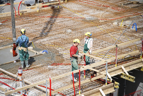 The Polish construction workers in Norway form the largest group of labour migrants in the country. © IOM 2007