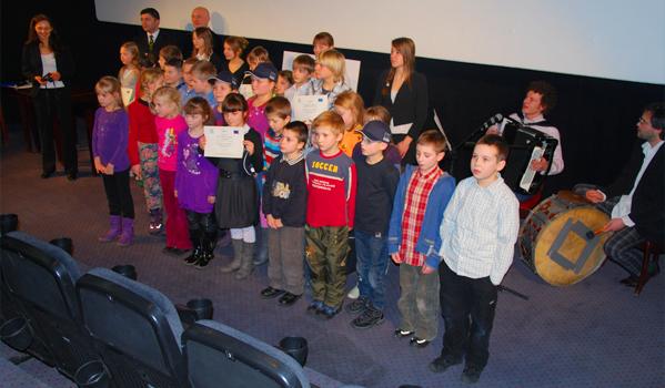 School contest winners at the award gala. © IOM 2012