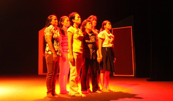 """A dance performance called """"Inviting myself to hope"""", which forms part of the EU-Swiss co-funded project """"Stand-Up: Migrant men and women working together to stop violence against women"""" is being performed by a group of migrants in attempt to tell authentic stories from their own lives as survivors of domestic violence. © IOM 2012"""