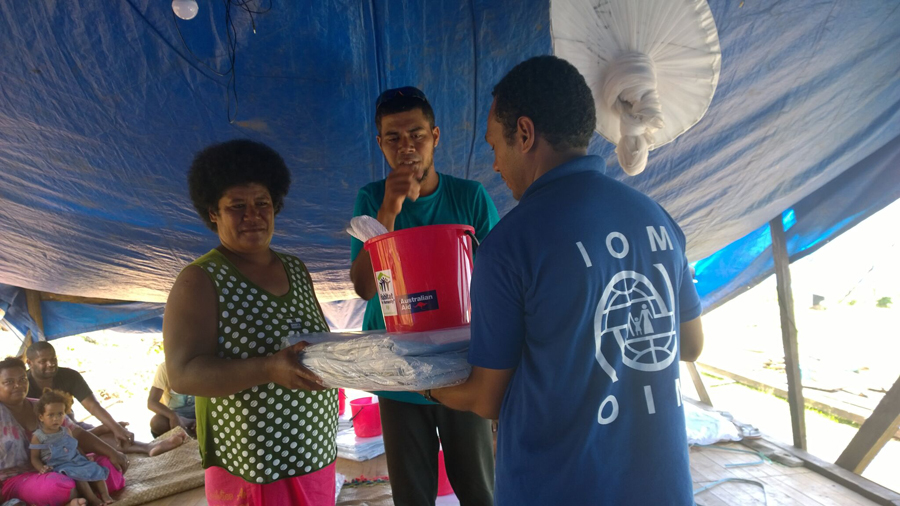 IOM assisted with the distribution of desperately needed tarpaulins to families in the coastal village of Delaikuku. As the communities graciously expressed their appreciation for the relief items provided, you could feel a real sense of pride amongst them. © IOM/Robyn Ormerod 2016