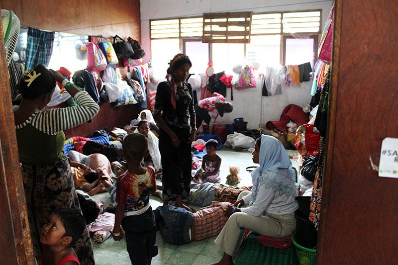 Family area at Aceh Timor camp. © IOM/Joe Lowry 2015