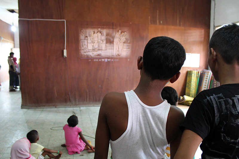 IOM runs public health announcements to ensure good levels of health and cleanliness at the recently established facility for Rohingya and Bangladeshi migrants at Aceh Timor, Indonesia. © IOM/Joe Lowry 2015