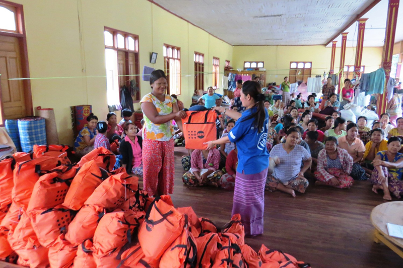 IOM staff distributing Dignity Kits provided by UNFPA to flood affected women in Kayin State (17 Aug). © IOM 2015