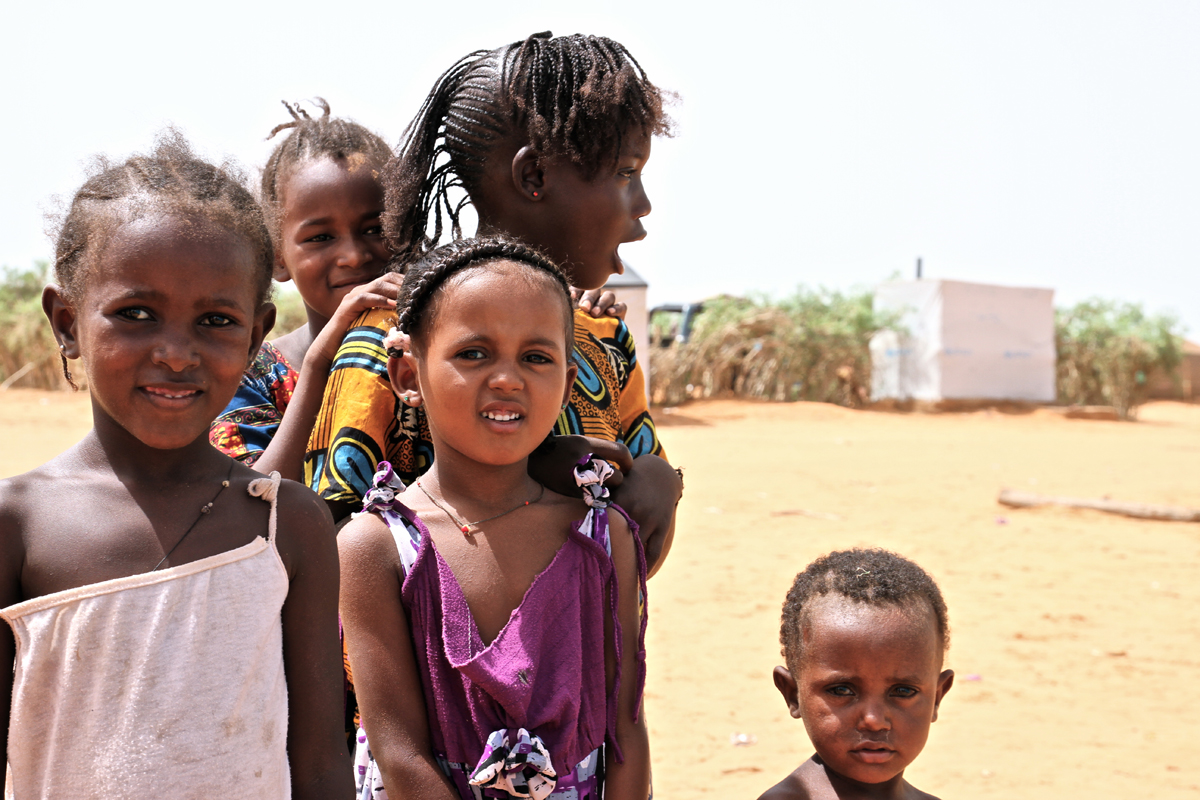Young Malian refugees in the M'Béra Refugee Camp in southeast Mauritania.  Photo: IOM/F.Giordani