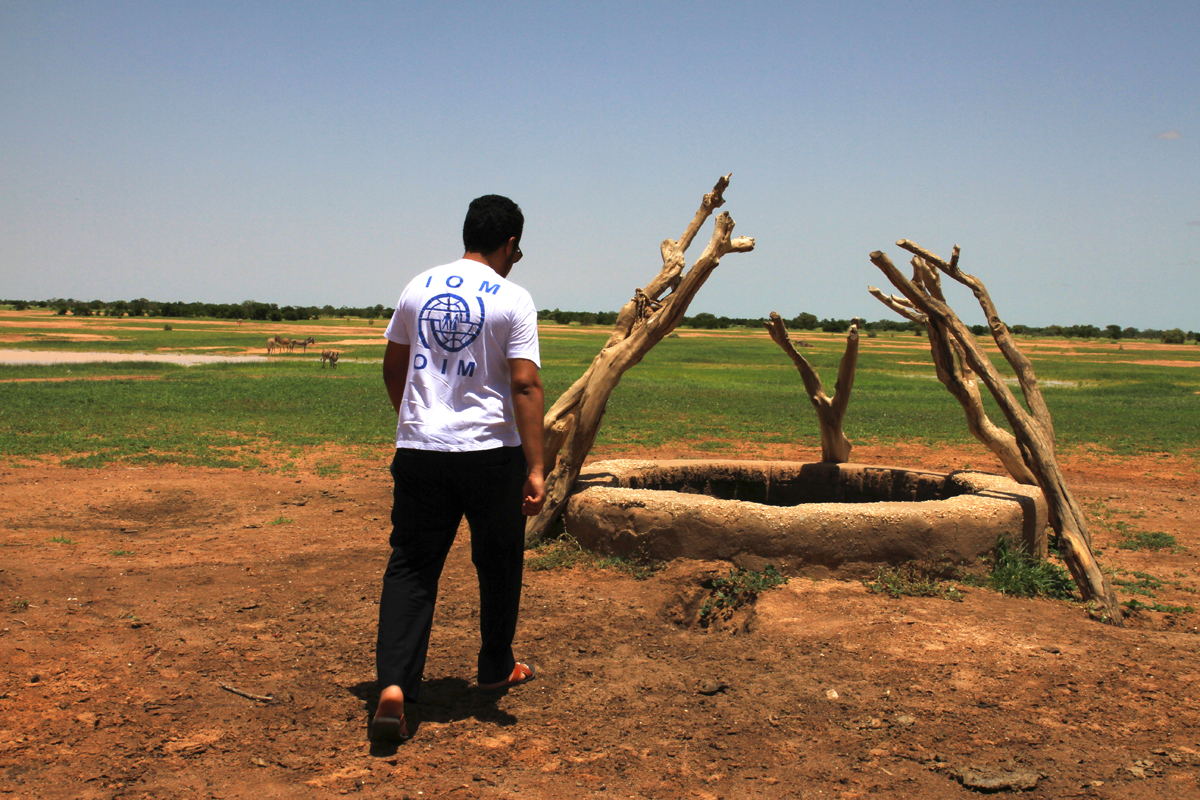 IOM staff inspects a well in the village of El-baid. In southeast Mauritania, owning a well is a privilege which enables the populations to meet a great deal of their needs immediately by reducing their need to travel to farther areas to fetch water.  Photo: IOM/F.Giordani
