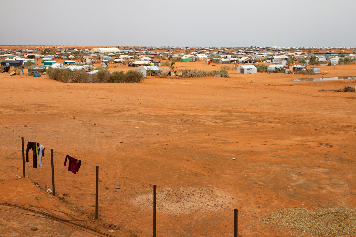 The M'Béra Refugee Camp was created in 2012 following the outbreak of conflict in norther Mali. Today, more than 50,000 refugees living in the camp are in urgent need for assistance.  Photo: IOM/F.Giordani