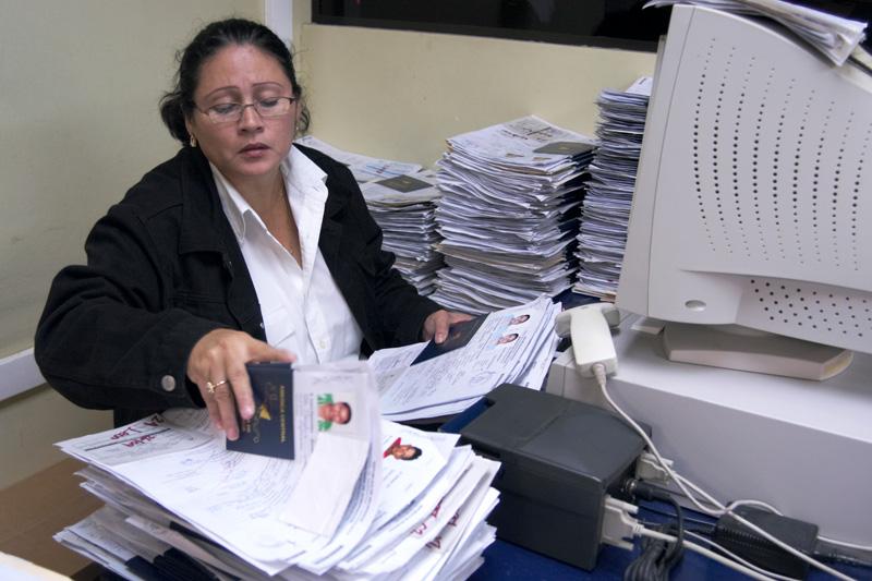 L oim fournit des quipements de d tection de la fraude au - Office des migrations internationales ...