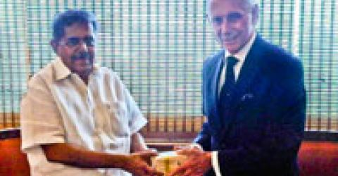 During the official visit to India, the DG met with the Minister of Overseas Indian Affairs - Mr. Vayalar Ravi. © IOM 2011