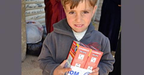 IOM has begun distributing rechargeable LED lamps and other relief items to refugees displaced by conflict in Syria. © IOM 2012