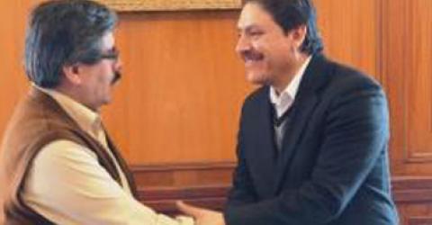 From left: Waldo Albarracin, Rector of the Universidad Mayor de San Andres and Walter Arce Sanchez, IOM Chief of Mission in Bolivia. © IOM 2014