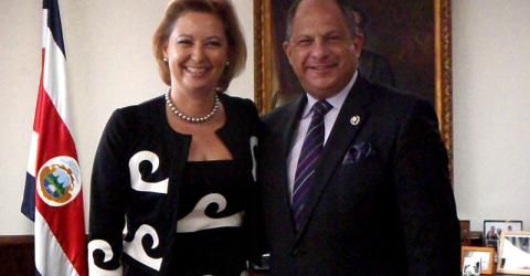 From left: IOM Deputy Director General, Ambassador Laura Thompson and Costa Rican President Luis Guillermo Solis Rivera during an official visit to the Central American country. © IOM 2014