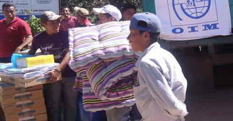 Residents receive non food items in San Marcos. (Photo: Juan Pablo Santos)