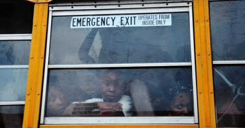 L'OIM et ses partenaires évacuent les populations vulnérables vivant dans les camps alors que les fortes pluies de l'ouragan Sandy s'abattent sur Haïti. © OIM 2012
