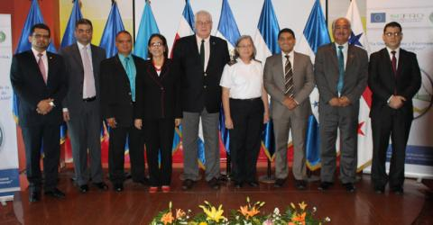 IOM Chief of Mission of El Salvador, Honduras and Guatemala and Central American Commission of Directors of Migration (OCAM) Technical Secretary Delbert Field (center) together with migration directors at the OCAM regular session.