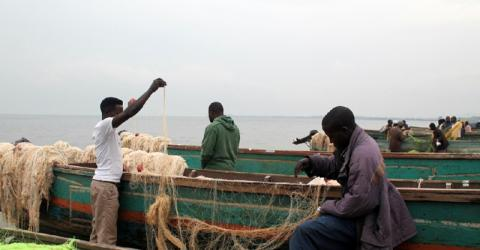 Fishermen prepare nets at Kasensero fish landing site. In Uganda, some 130,000 people live in fishing communities and estimates suggest that HIV infection rates in these communities are almost 3-4 times higher than the national average for adults. © IOM 2014 (Photo by Anna Tapia)