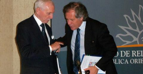 """From left: IOM Director General William Lacy Swing and Uruguay's Foreign Minister, Luis Almagro launch """"Positive Migration,"""" a mass information campaign aimed at raising awareness of the positive effects of migration for the South American country. © IOM 2013"""