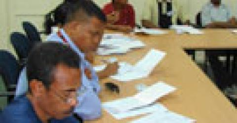 IOM and local NGO BELUN sponsor the first forum for local camp managers to discuss the current approach to camp management in Timor-Leste. © IOM 2006 (Photo: Angela Sherwood)