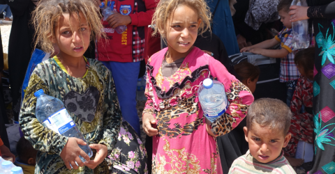 Displaced children in Hammam al-Aleel Camp some of the thousands continuing to flee Mosul.  Photo: IOM/ Hala Jaber