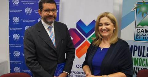 IOM Chief of Mission for El Salvador, Guatemala and Honduras, Jorge Peraza Breedy and FEPADE Executive Director, Eugenia Suay Castrillo.