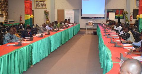 Funcionarios de Burkina Faso estudian procedimientos de readmisión para retornados. Foto: OIM