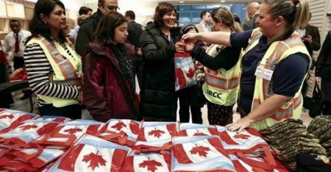 Syrian refugees collect Canada culture kits on arrival. Photo: Government of Canada