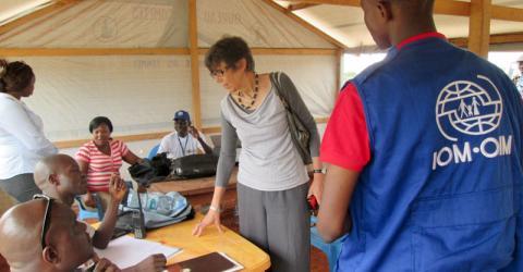 L'OIM a signé un accord avec le gouvernement de République centrafricaine (RCA) et les partenaires humanitaires pour aider au retour volontaire et à la réinsertion des déplacés internes du camp de déplacés de Mpoko situé le long de la piste de l'aéroport international de Bangui. © OIM 2015