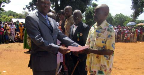 Graduates receive their certificates in Ndele. Photo: IOM