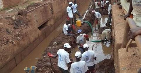 IOM's EU-funded community stabilization project hired young people to improve drainage and sanitation in Bangui. File Photo: Sandra Black/IOM