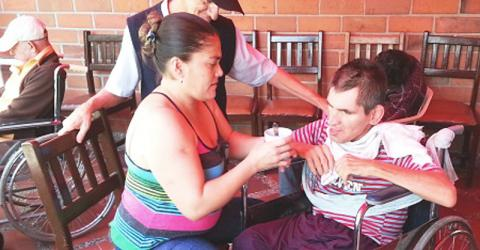 As part of their reintegration process, demobilized Colombians take part in community projects, such as assisting the elderly in a nursing home in Monteria. © IOM 2015