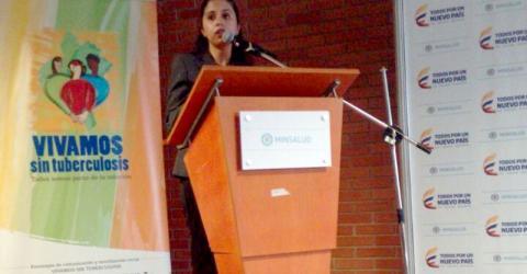 La Dra. Poonam Dhavan hace uso de la palabra durante el taller. Foto: OIM