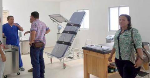 IOM and USAID officials visit a rehabilitation center. Photo: IOM